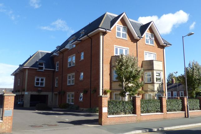Thumbnail Flat to rent in Bath Road, Old Town, Swindon