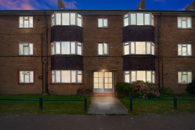 2 bed flat for sale in Severn Drive, Enfield EN1