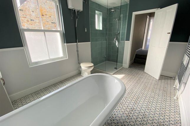 Bathroom of Penare Terrace, Penzance TR18