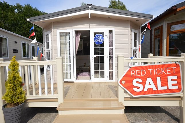 2 bed mobile/park home for sale in Carlton Meres Holiday Park, Saxmundham, Suffolk.