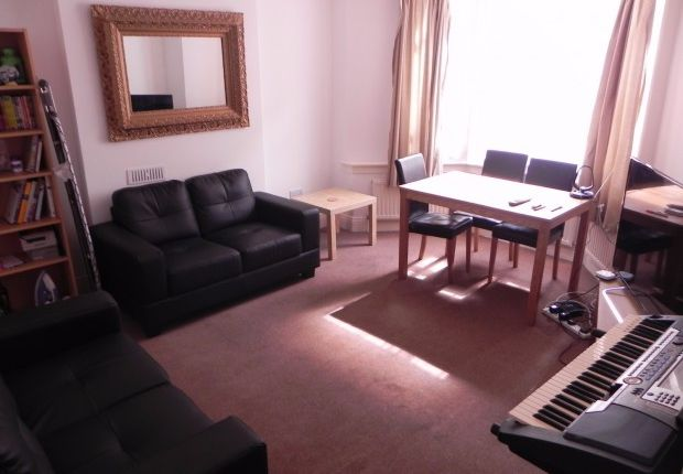 Thumbnail Flat to rent in Landor Road, Clapham North