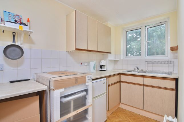 Thumbnail Town house for sale in Warwick Road, Enfield