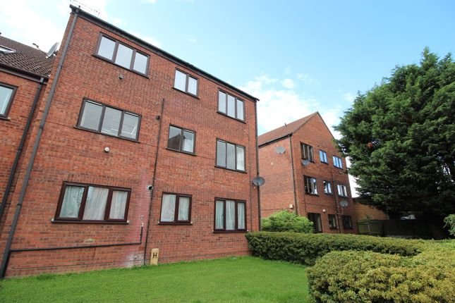 Thumbnail Flat to rent in Chilworth Gate, Broxbourne