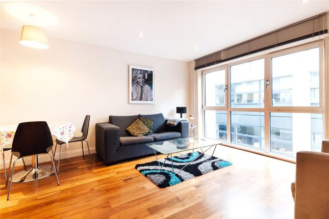 2 bed flat to rent in Clerkenwell Road, London EC1M
