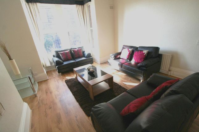 Thumbnail Flat to rent in Flat 2, 4 Winstanley Terrace, Hyde Park