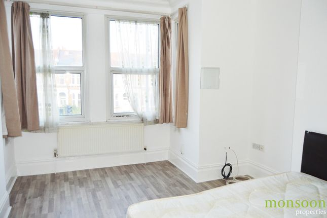 2 bed flat to rent in Green Lanes, London