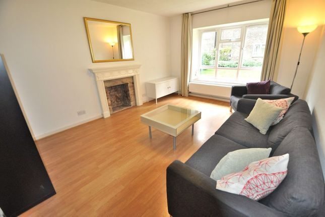 3 bed flat to rent in Murray Grove, London