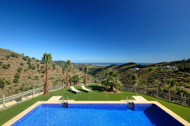 4 bed villa for sale in Benahavis, Spain