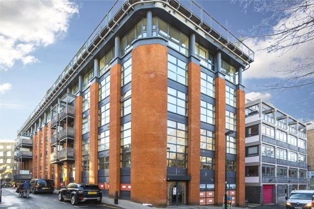 Flat in  City Pavilion   Britton Street  London E London