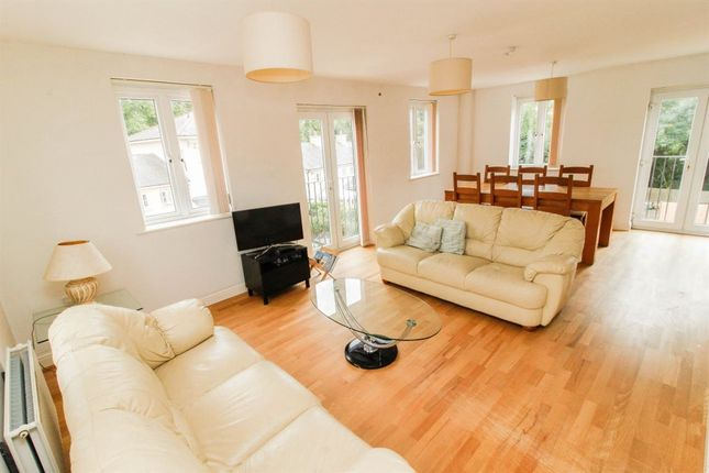 Thumbnail Flat to rent in Campriano Drive, Warwick