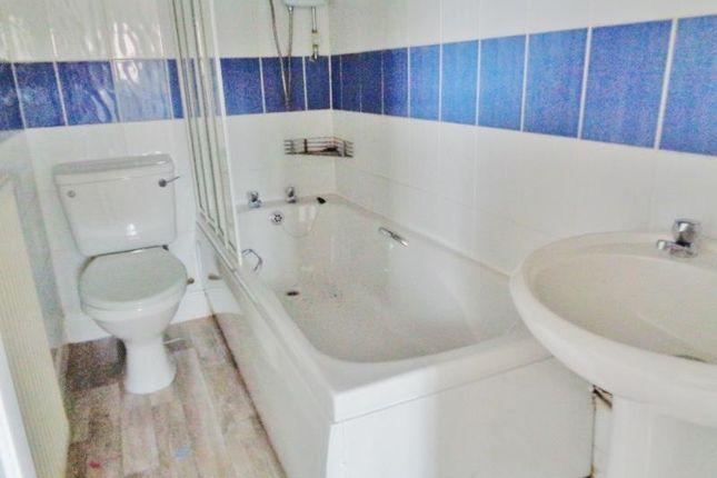 Lev0597Dem Bathroom