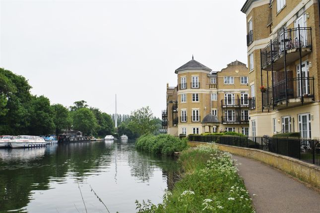 Thumbnail Flat to rent in Regents Riverside, Brigham Road, Reading