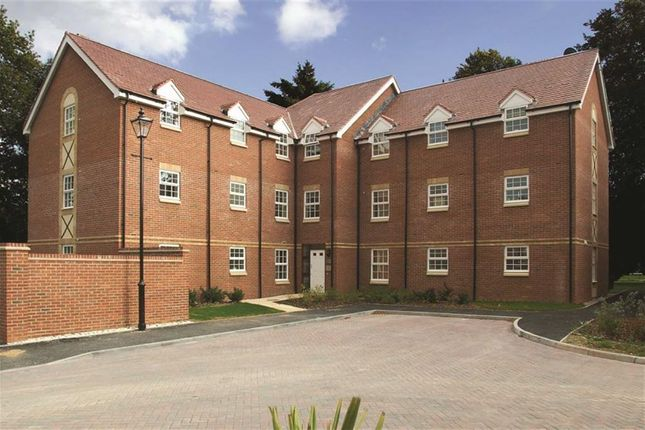 Thumbnail Flat to rent in Old College Road, Newbury