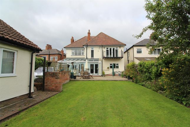 Thumbnail Detached house for sale in Chanterlands Avenue, Hull