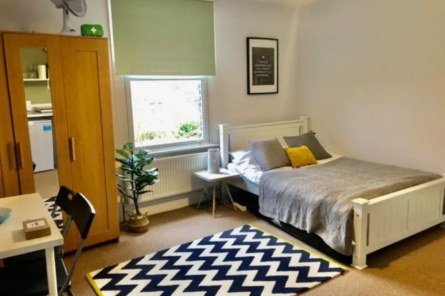 Studio to rent in Wrentham Avenue, Kensal Green NW10