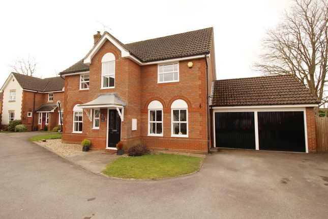 Thumbnail Detached house to rent in Bowling Green Lane, Purley On Thames, Reading