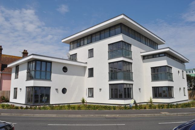 Thumbnail Flat for sale in Cliff Way, Frinton-On-Sea