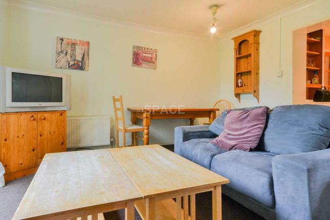 Thumbnail Flat to rent in Christchurch Gardens, Reading, Berkshire, 0Er.