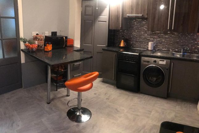 Thumbnail Town house for sale in Southmere Crescent, Great Horton, Bradford