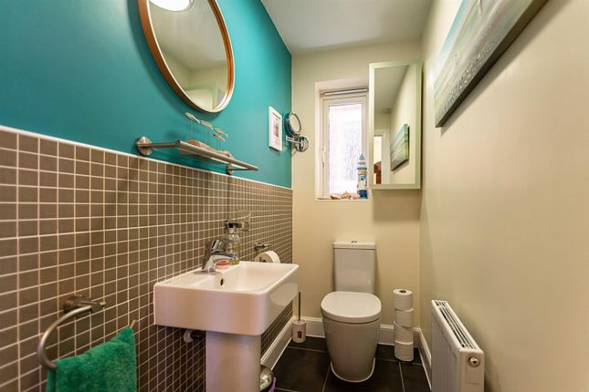 Downstairs Cloakroom / WC