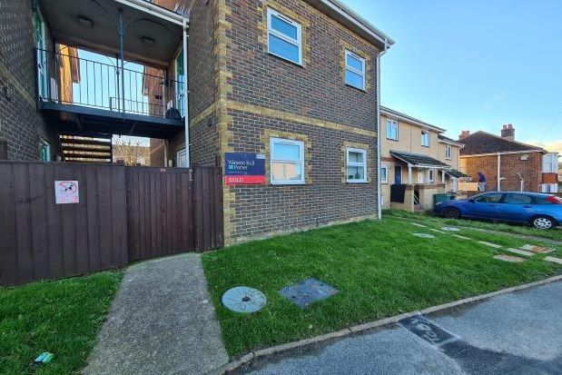 Thumbnail Studio to rent in Slade Road, Ryde