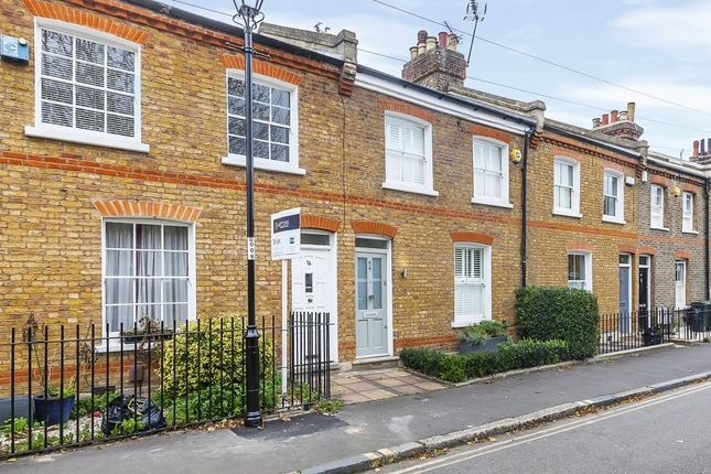 Thumbnail Terraced house to rent in Collins Street, London