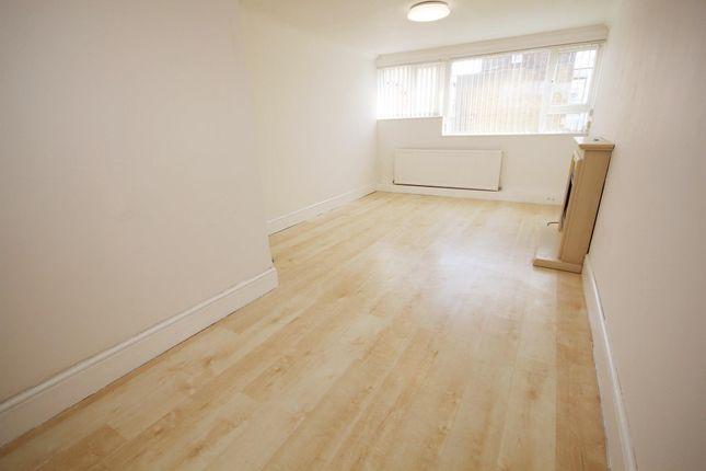 Thumbnail Flat to rent in Fennycroft Road, Hemel Hempstead