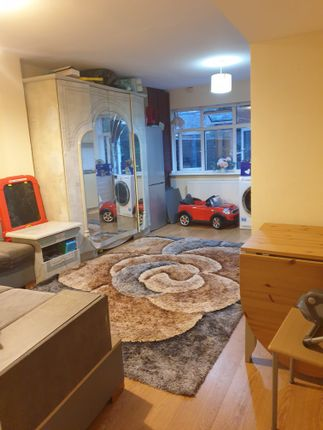 Thumbnail Flat to rent in Cambridge Road, Ilford