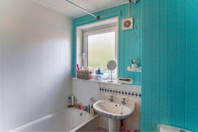 Bathroom of South George Street, Dundee DD1
