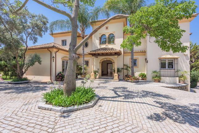 Villa for sale in El Paraiso Medio, Costa Del Sol, Spain