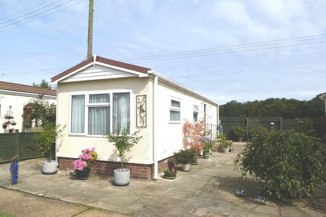 Thumbnail Mobile/park home for sale in Station Road, Heacham, King's Lynn