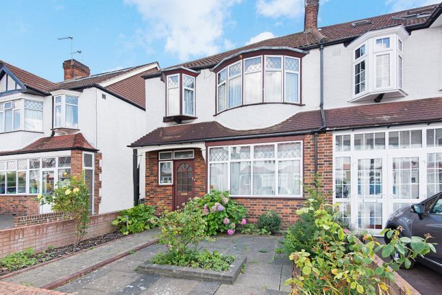 3 bed property for sale in Meadow Close, London