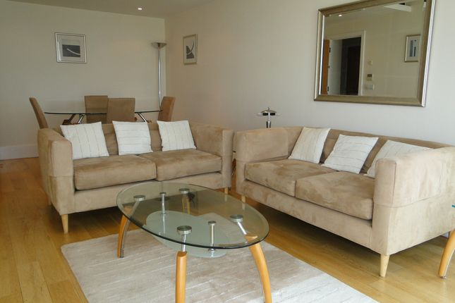 2 bed flat to rent in Putney Wharf Tower, Brewhouse Lane, London