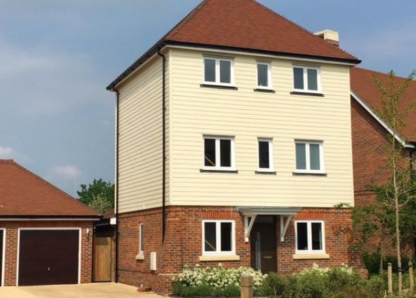 Thumbnail Detached house to rent in Bulrushes, Fleet, Hampshire