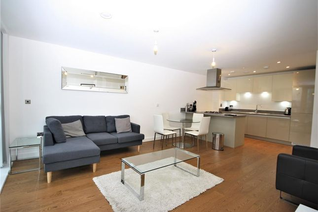 2 bed flat to rent in Norman Road, London SE10