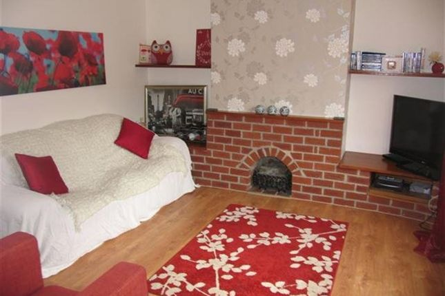 Thumbnail Semi-detached house to rent in Dennis Avenue, Beeston, Nottingham
