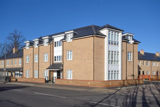 Thumbnail Flat for sale in School View Road, Chelmsford