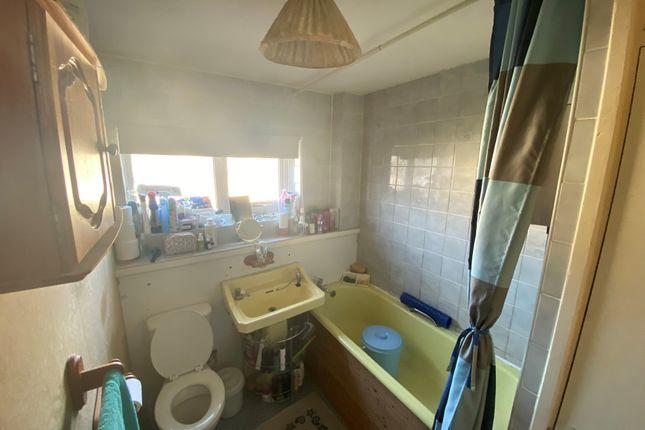Bathroom of Ely Close, Birmingham B37