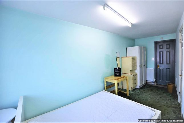 Studio to rent in Park Chase, Wembley HA9