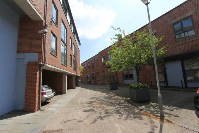 Thumbnail Flat to rent in Marshall Street, Leeds