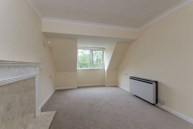 Thumbnail Flat for sale in Friern Watch Avenue, North Finchley