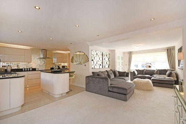 Living Area of Cross House Road, Grenoside, Sheffield S35