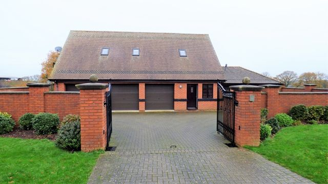 2 bed flat to rent in Woodbury Salterton, Exeter EX5