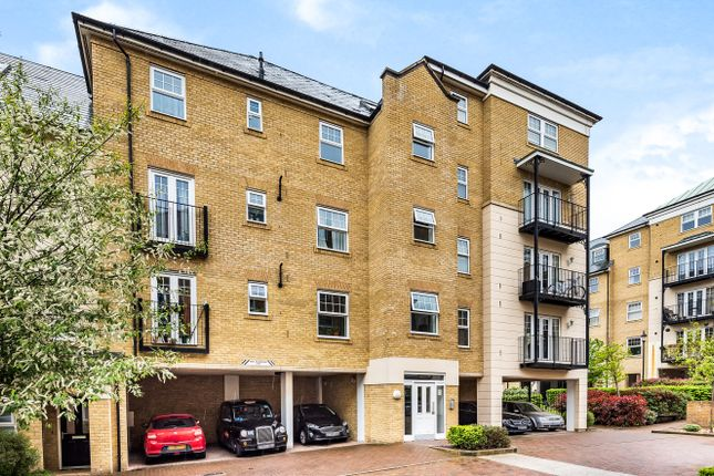 3 bed flat for sale in Renwick Drive, Bromley BR2