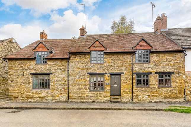 Thumbnail Cottage for sale in Manor Road, Staverton, Daventry