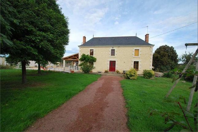 4 bed property for sale in Poitou-Charentes, Deux-Sèvres, Luzay