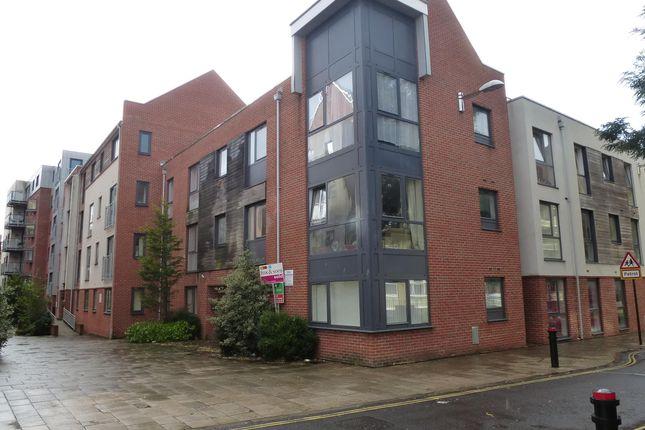 Thumbnail Flat to rent in Castle Way, Southampton