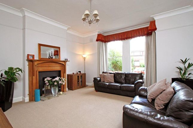 Thumbnail Flat to rent in Drakefield Road, London