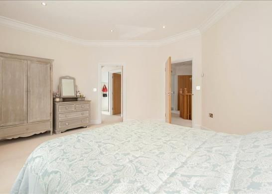Picture No. 16 of Palace Road, East Molesey, Surrey KT8