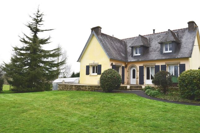 Thumbnail Detached house for sale in 29270 Carhaix-Plouguer, Côtes-D'armor, Brittany, France